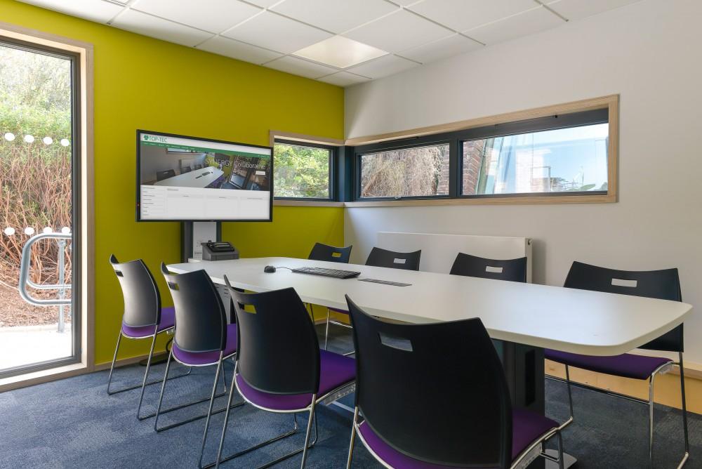 Synergy-quad-8-seat salle réunion huddle room table espace collaboratif