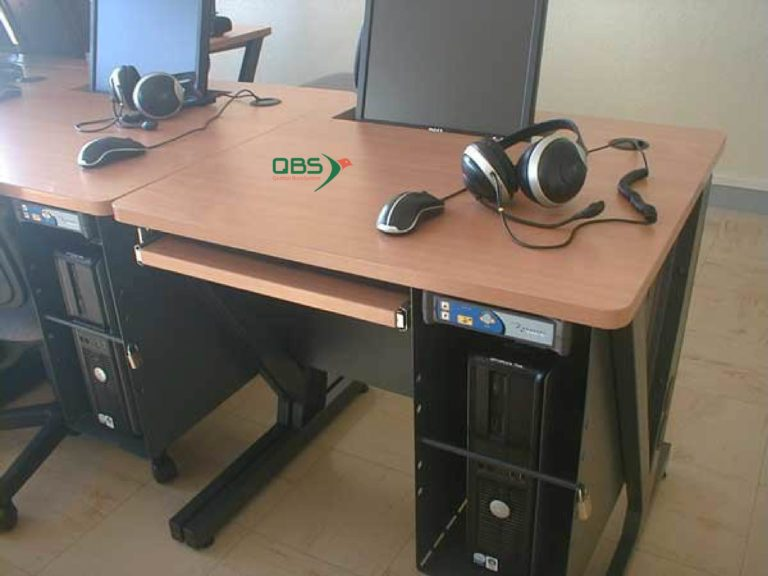 Écran semi-encastré mobilier spécialisé informatique formation QBS
